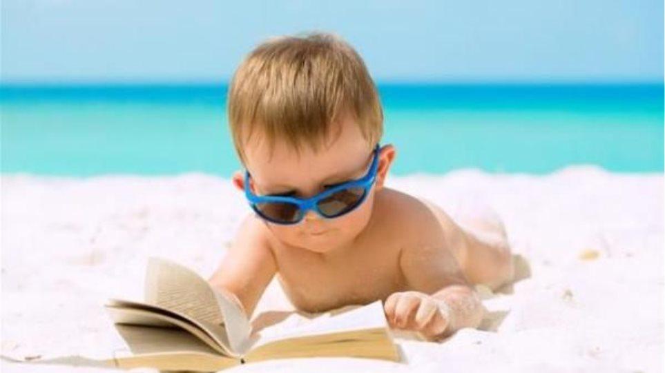 Είναι καλό να διαβάζουν τα παιδιά το καλοκαίρι;