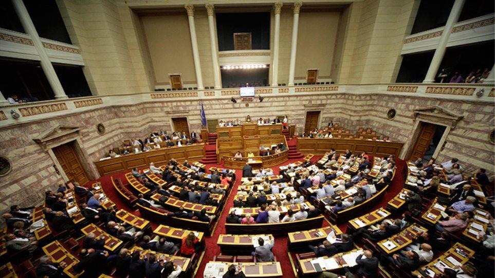 Ολονυχτία στη Βουλή