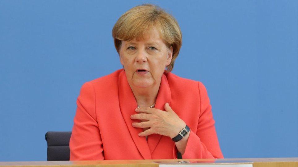 Μέρκελ: «Ναι» στην ελεύθερη μετακίνηση προσφύγων, «όχι» στους συνοριακούς ελέγχους