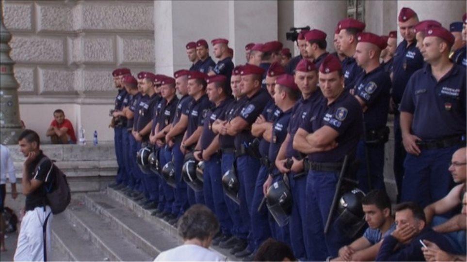 Ουγγαρία: Για δεύτερη μέρα κλειστοί οι σιδηρόδρομοι για τους μετανάστες