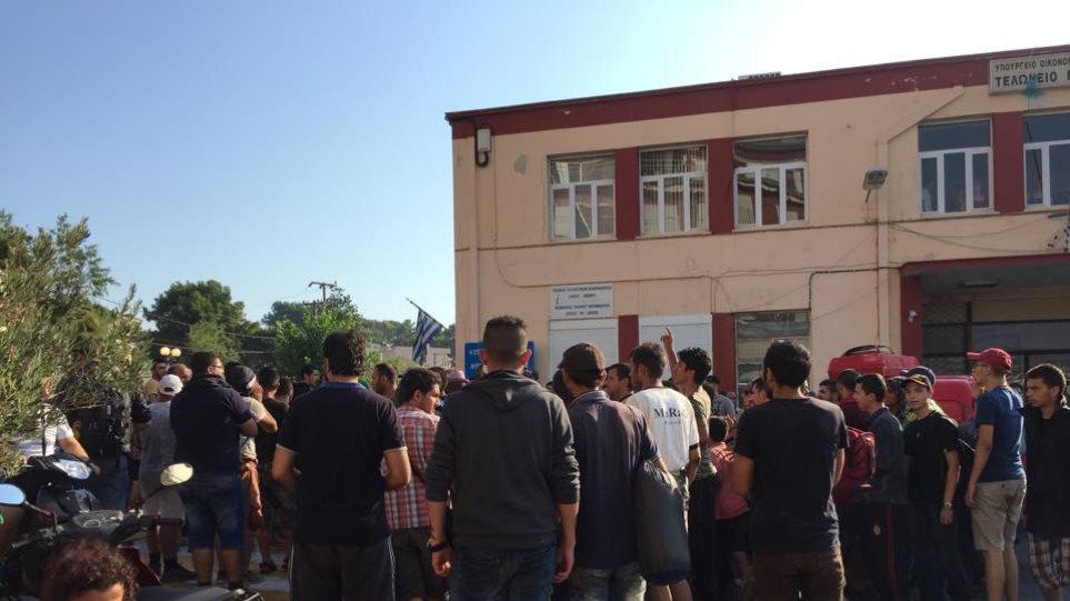 Διαμαρτυρία-εξέγερση μεταναστών στο λιμάνι Μυτιλήνης