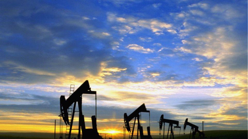 Κέρδη για το πετρέλαιο αφού για λίγο έπεσε από τα 44 δολάρια το βαρέλι