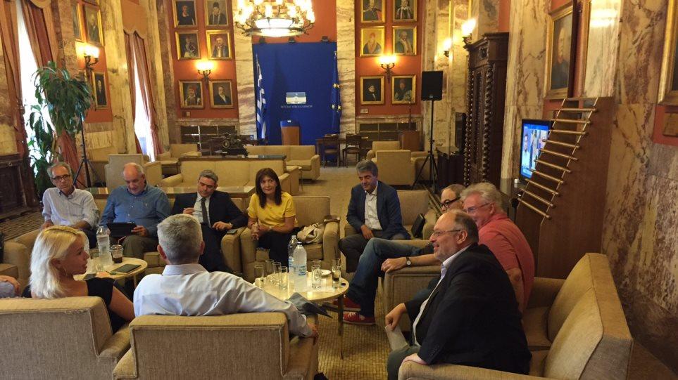 Συνεδριάζει η διακομματική επιτροπή της Βουλής για το ντιμπέιτ