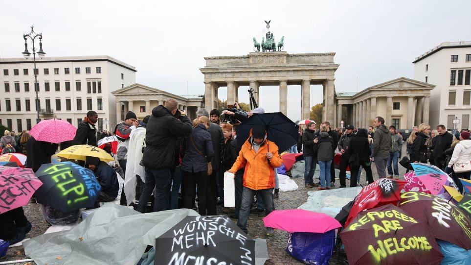 Γερμανία: Εννιά στους δέκα αισθάνονται ντροπή για τις βίαιες διαδηλώσεις εναντίον των προσφύγων
