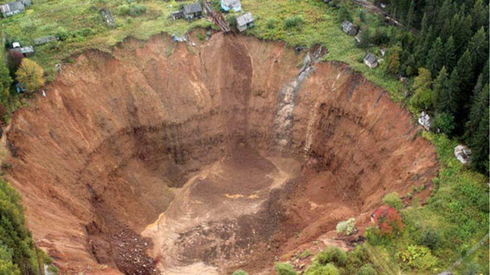 Γιγαντιαία τρύπα «καταπίνει» θέρετρο στη Σιβηρία!
