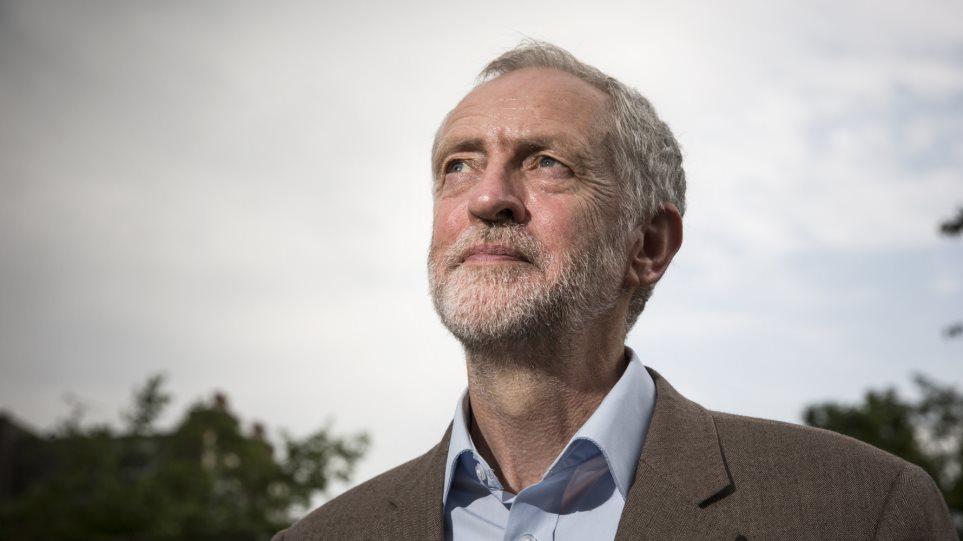Κρατικοποίηση των βρετανικών σιδηροδρόμων υπόσχεται ο Κόρμπιν