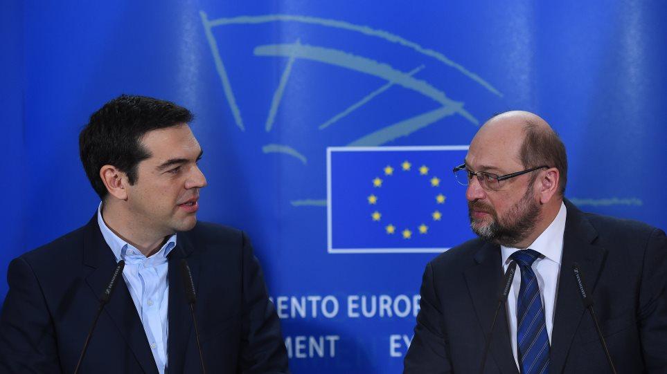 Σουλτς: Πήρα τηλέφωνο τον Τσίπρα για τη συνεργασία του με το «παράξενο» κόμμα των ΑΝΕΛ