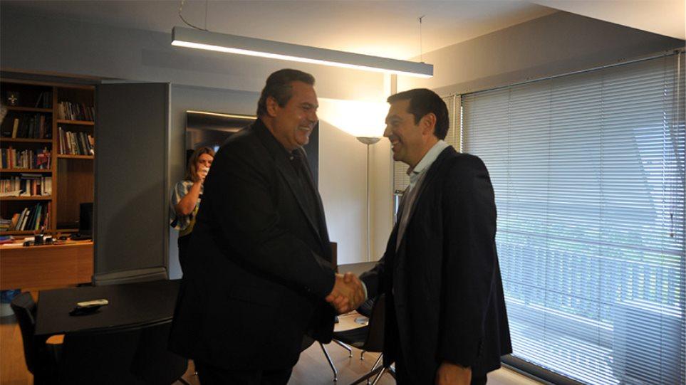 Ο Τσίπρας και το επιτελείο του αποφασίζουν για τη νέα κυβέρνηση