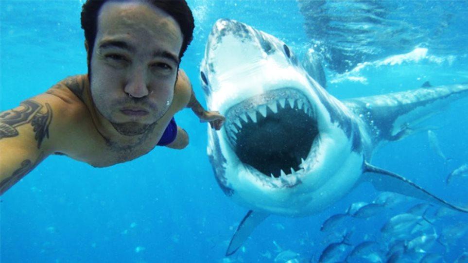Πιο φονικές οι selfies από τους καρχαρίες!