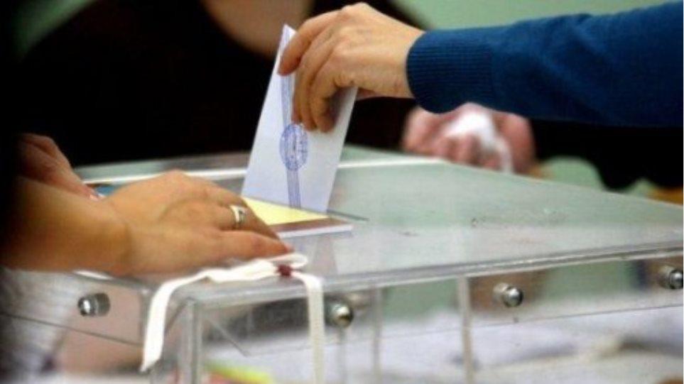 Πώς ψήφισαν δημόσιοι και ιδιωτικοί υπάλληλοι, συνταξιούχοι και αγρότες