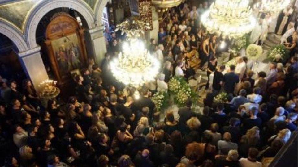 Πάτρα: Θρήνος στην κηδεία των δύο παιδιών που έχασαν τη ζωή τους στο παλιό λιμάνι