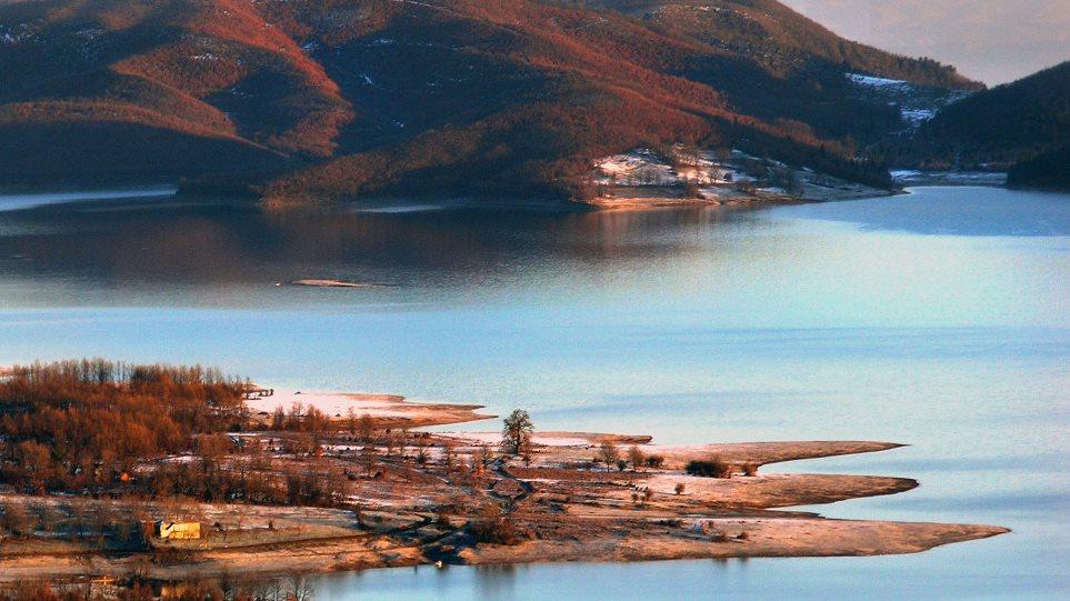 Τραγωδία στη Λίμνη Πλαστήρα: Δέντρο καταπλάκωσε ηλικιωμένο