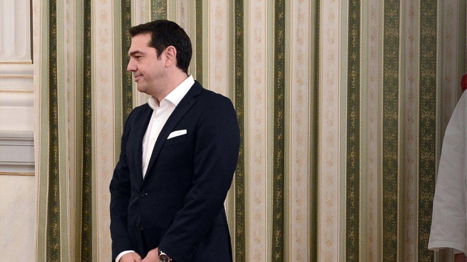 Γράφει-σβήνει τα πρόσωπα της νέας κυβέρνησης ο Τσίπρας