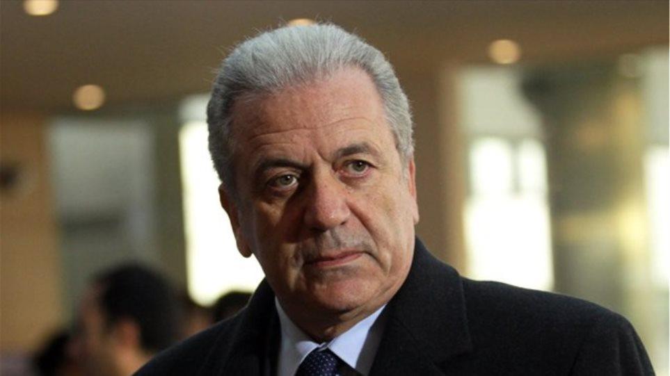 Αβραμόπουλος: Να εφαρμοστεί η απόφαση για την μετεγκατάσταση 120.000 προσφύγων