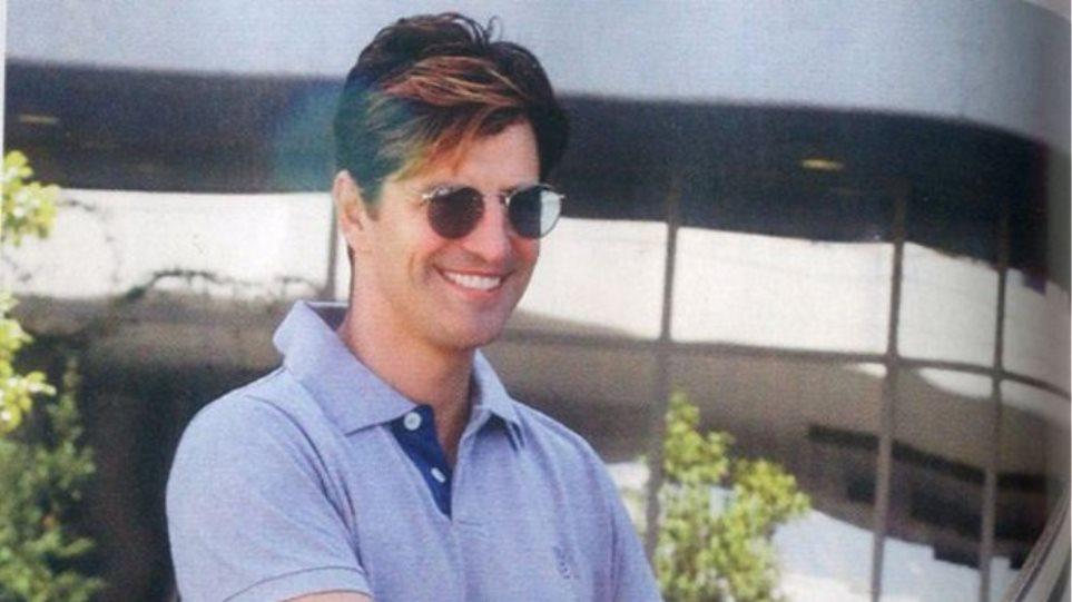 Σάκης Ρουβάς: Έκανε χάλκινες ανταύγειες στα μαλλιά του