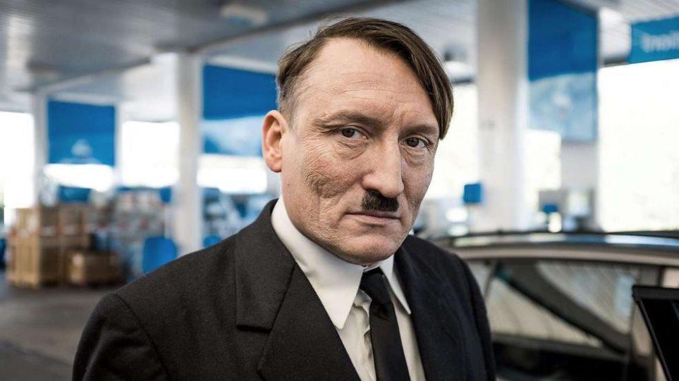 Θερμή υποδοχή στον ηθοποιό που υποδύεται τον Αδόλφο Χίτλερ από Γερμανούς