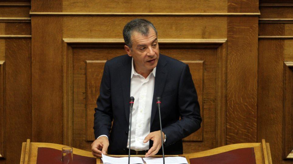 """Θεοδωράκης: «Στα λίγα καλά θα λέμε """"ναι"""", στα πολλά στραβά θα είμαστε απέναντι»"""