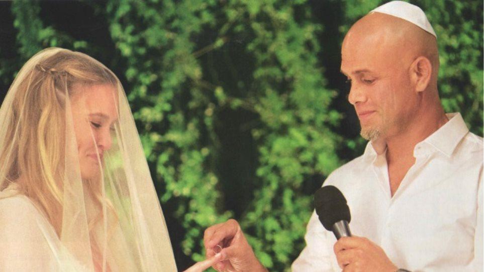 Bar Refaeli: Ο γάμος της σε έντεκα φωτογραφίες, το πέπλο της νύφης και ο γαμπρός χωρίς γραβάτα