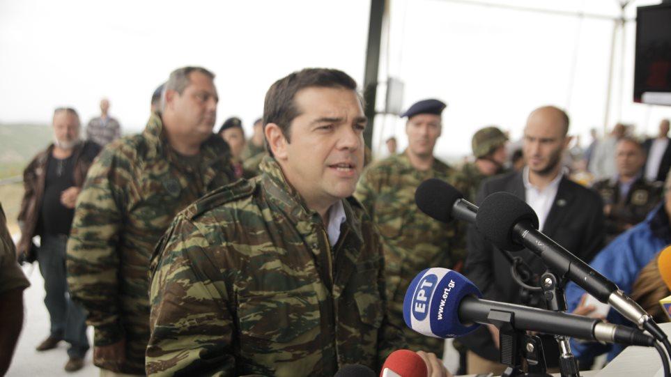 «Κλείνει το μάτι» για αυξήσεις στους στρατιωτικούς ο Τσίπρας