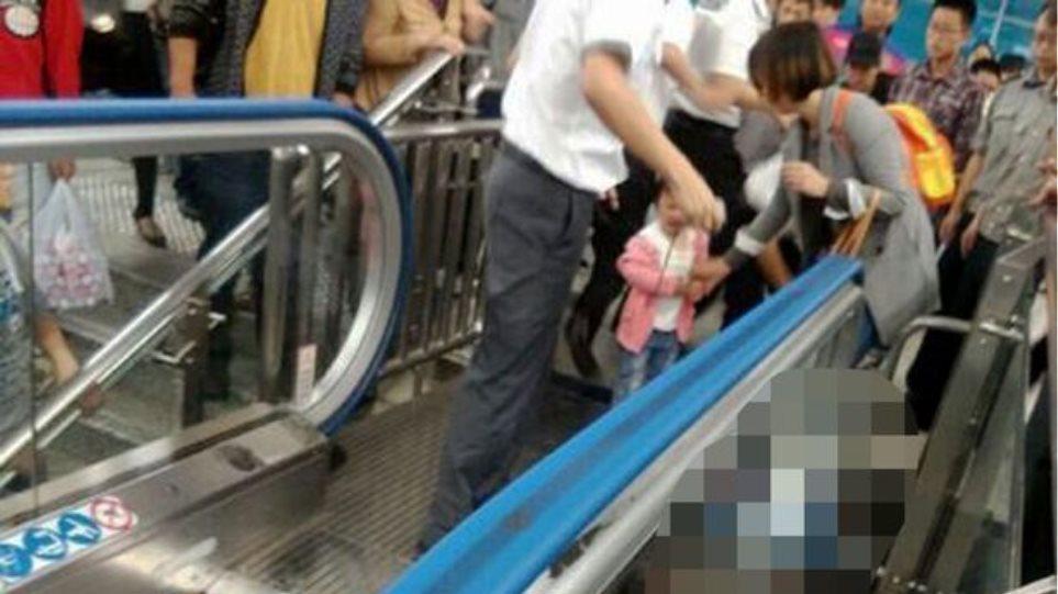 Νέο δυστύχημα με κυλιόμενη σκάλα στην Κίνα: Αγόρι εγκλωβίστηκε και έχασε τη ζωή του