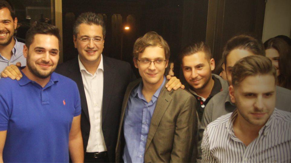 Τζιτζικώστας: Πλήθος κόσμου στα εγκαίνια των γραφείων του - «Να αλλάξουμε τη ΝΔ»