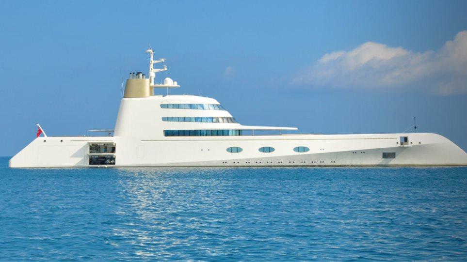 Φωτογραφίες: Ενα πλωτό «παλάτι» στην Ψαρού