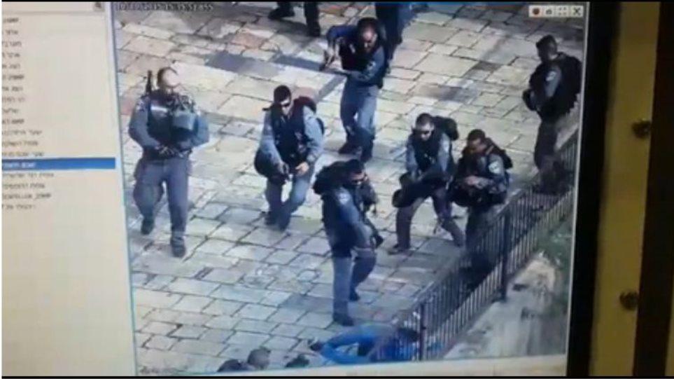 Βίντεο από το Ισραήλ: Αστυνομικοί πυροβολούν άνδρα που τους επιτέθηκε με μαχαίρι