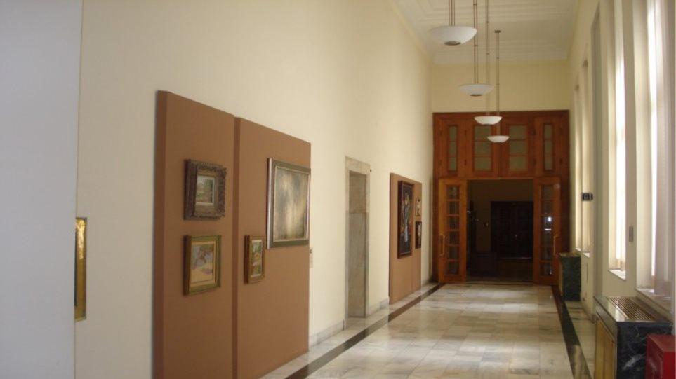 Μάχη για τα γραφεία στη Βουλή: Ο Λεβέντης θέλει το γραφείο του Γ. Παπανδρέου