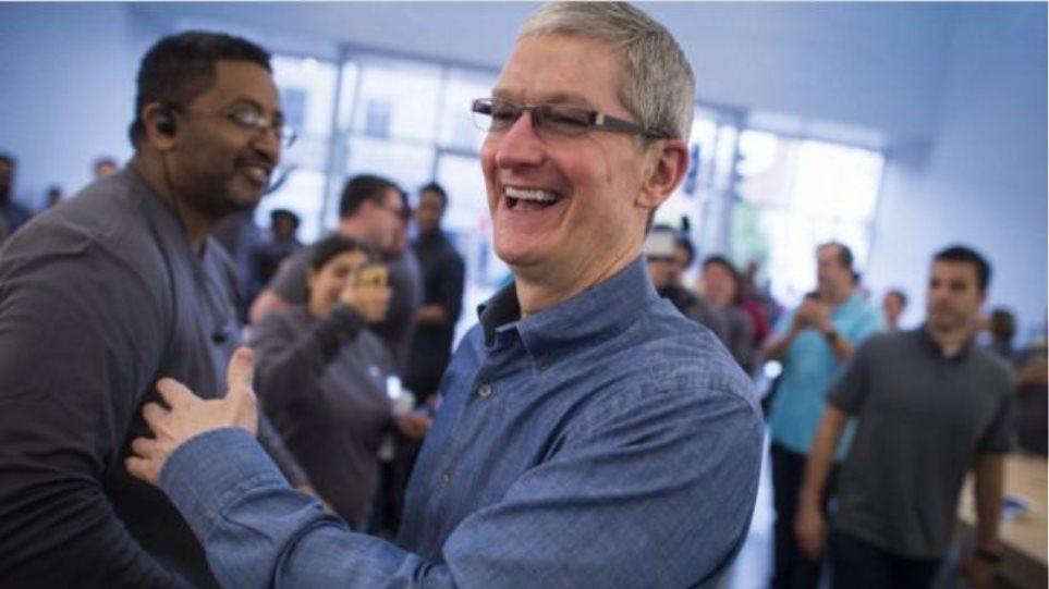 Η Apple δίνει μπόνους μετοχών ακόμα και στους πιο χαμηλόβαθμους υπαλλήλους της