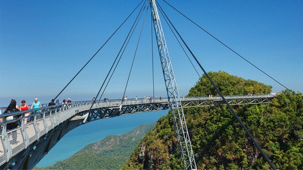 Φωτογραφίες: Οι πιο τρομακτικές γέφυρες του κόσμου - Εσείς θα τολμούσατε να τις διασχίσετε;
