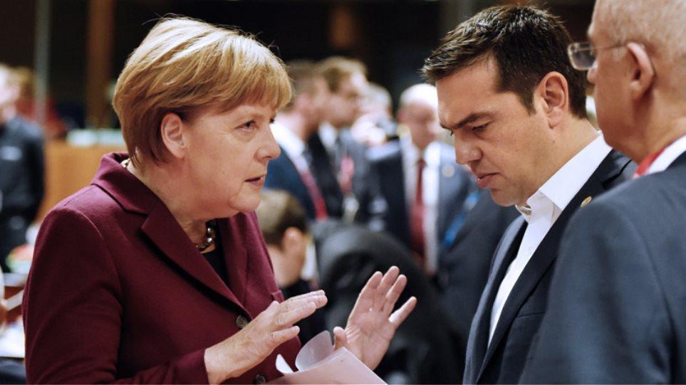 Σύντομη συνομιλία Τσίπρα-Μέρκελ πριν την έναρξη της Συνόδου Κορυφής για το προσφυγικό