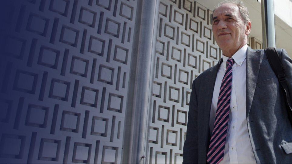 Δεν διαψεύδει, ούτε επιβεβαιώνει ο Σταθάκης ότι είναι ο υπουργός του 1 εκατ. ευρώ