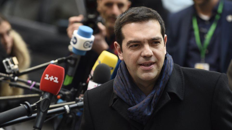Στις Βρυξέλλες για τη Σύνοδο Κορυφής ο Τσίπρας με «μήνυμα» για προσφυγικό και χρέος