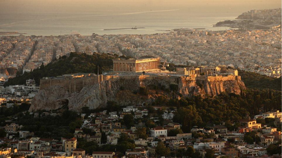Telegraph: Δεν φταίνε οι τουρίστες που η Ελλάδα χρεοκόπησε
