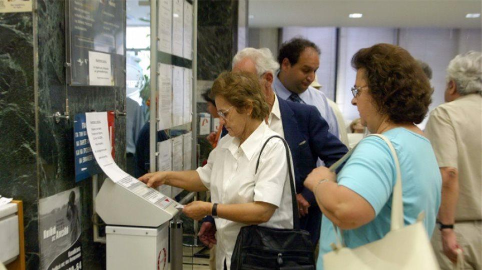 Handelsblatt: Η Ελλάδα θα χρειαστεί νέες περικοπές στις συντάξεις σε 10-20 χρόνια