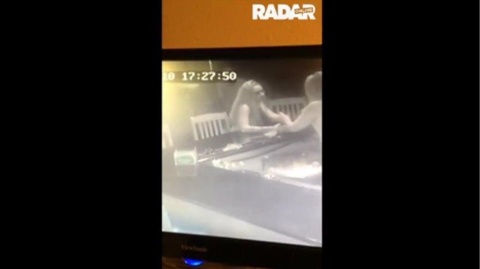 Βίντεο: Δείτε τον Όντομ στον οίκο ανοχής - Καμία βελτίωση στην κατάστασή του