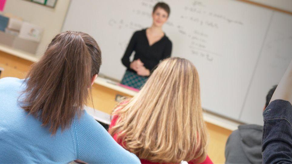 Χάος με το 23% στην εκπαίδευση - Ποια σενάρια εξετάζει το οικονομικό επιτελείο
