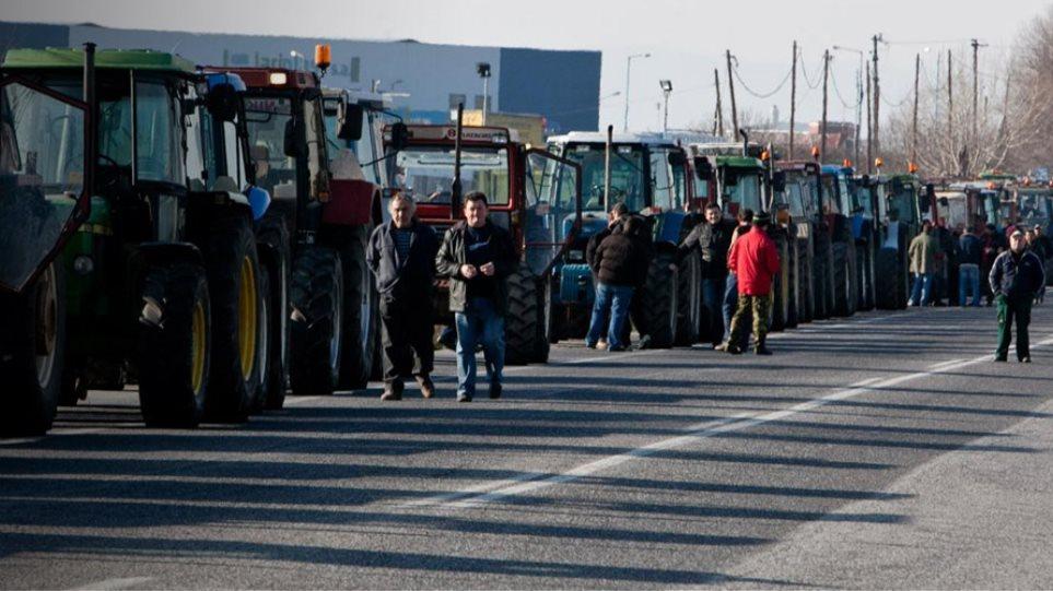Μπλόκα στους δρόμους σχεδιάζουν αγρότες και κτηνοτρόφοι