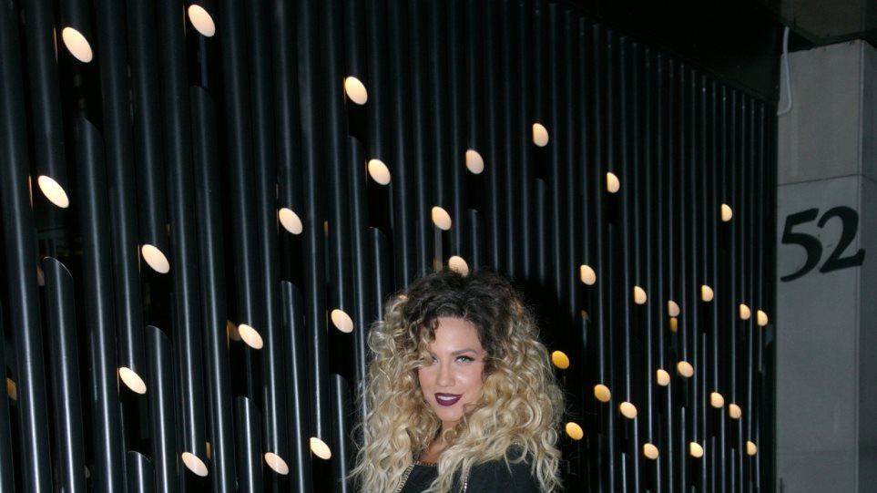 Κατερίνα Στικούδη: Η πρεμιέρα της σε νυχτερινή σκηνή στη Γλυφάδα