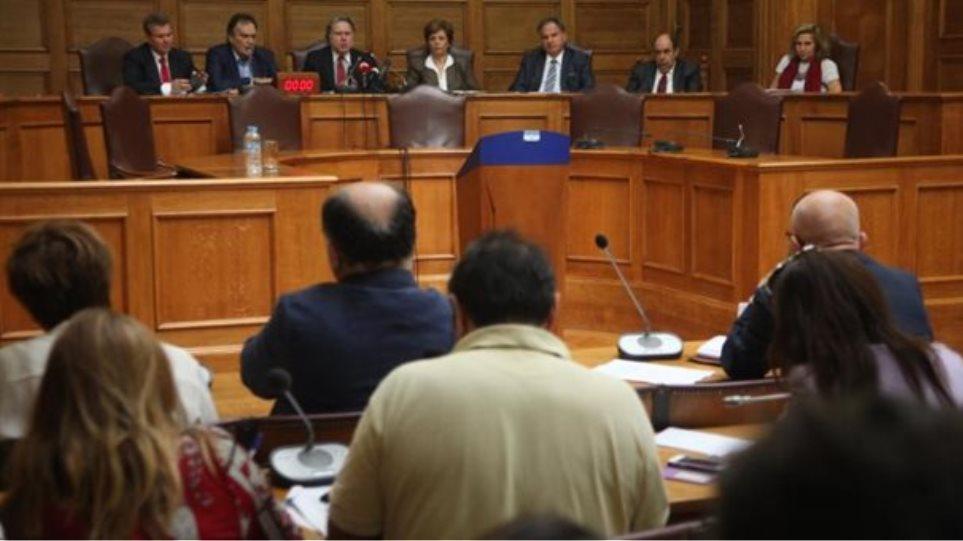 Ποια ειναι τα μέλη της «επιτροπής σοφών» που απειλούνται για τις αλλαγές στο ασφαλιστικό