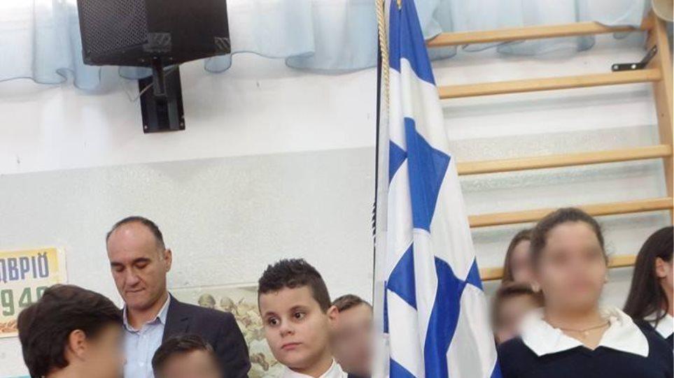 Συγκίνηση για τον 11χρονο τυφλό σημαιοφόρο στον Πειραιά