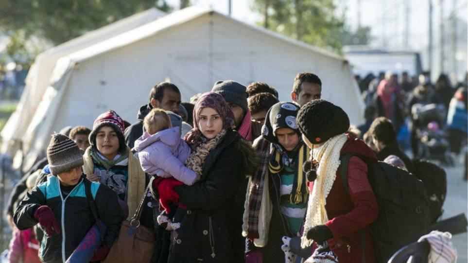 Εγκλωβισμένοι 10.000 πρόσφυγες στην Ειδομένη