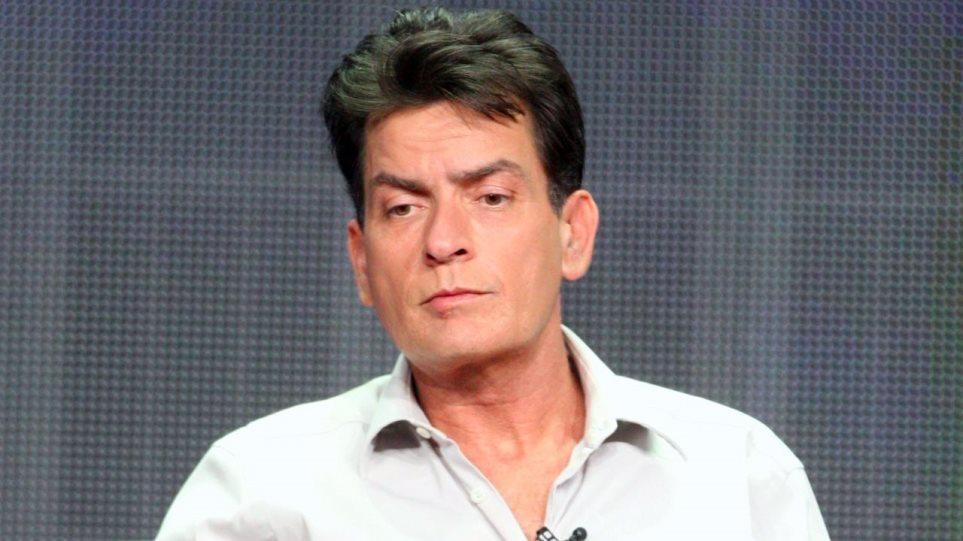 Η πτώση του Charlie Sheen: Παρά το AIDS κάνει πάρτι με πορνοστάρ και ναρκωτικά