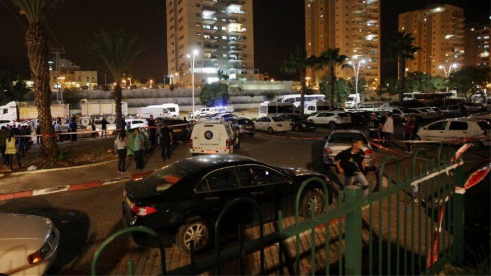 Άγνωστος επιτέθηκε με μαχαίρι κατά τεσσάρων Ισραηλινών στρατιωτών