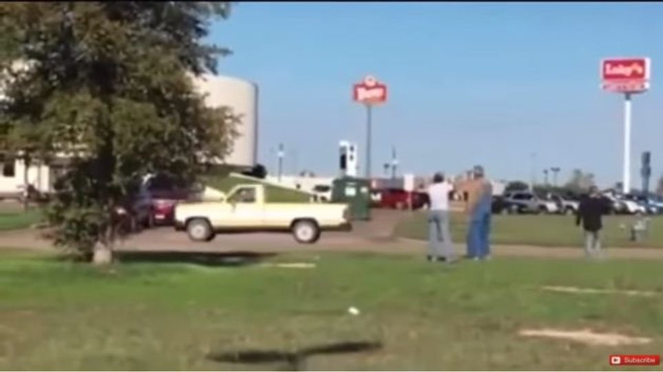Άγρια Δύση: Γυναίκα πυροβολεί εν ψυχρώ ύποπτο που προσπαθεί να διαφύγει (βίντεο)