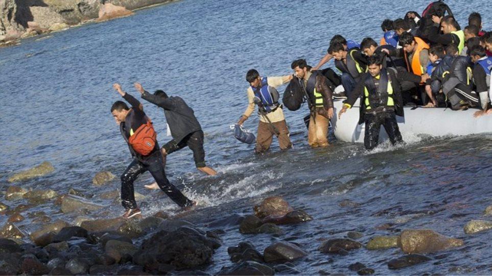 ΕΚΑΒ και ΕΣΥ δοκιμάζονται από τις διακομιδές και την περίθαλψη των προσφύγων