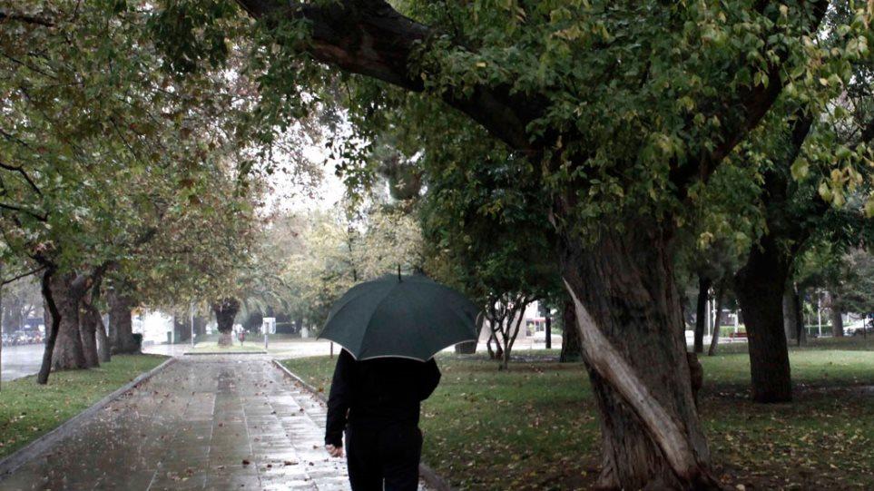 Καιρός: Νεφώσεις σε ολόκληρη τη χώρα με βροχές και τοπικές καταιγίδες