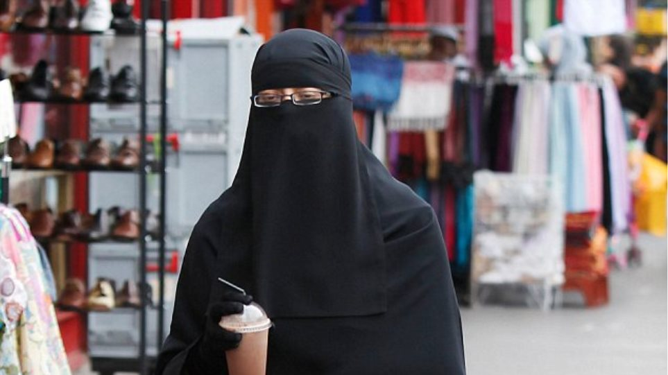 Ελβετία:Τοπική κυβέρνηση επιβάλει πρόστιμο 9.000 ευρώ σε όποια γυναίκα φοράει μπούρκα