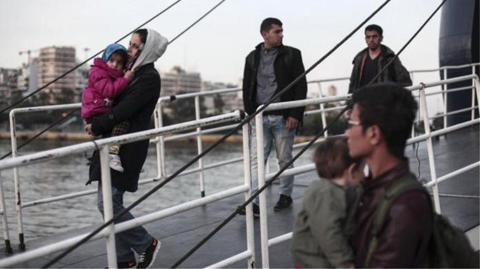Ακόμη 1.775 πρόσφυγες έφτασαν το πρωί στο λιμάνι του Πειραιά