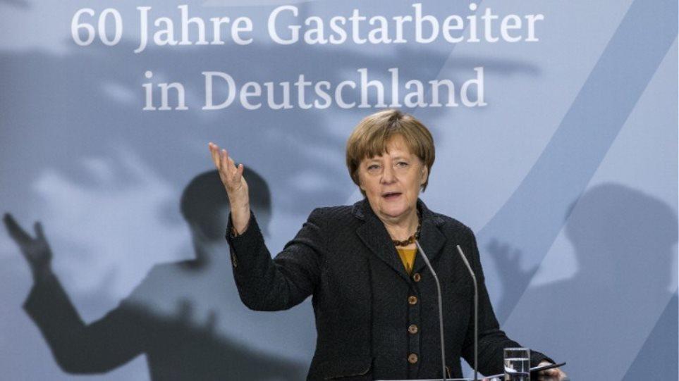 Η καγκελάριος Μέρκελ «διαφημίζει» τα οφέλη της μετανάστευσης